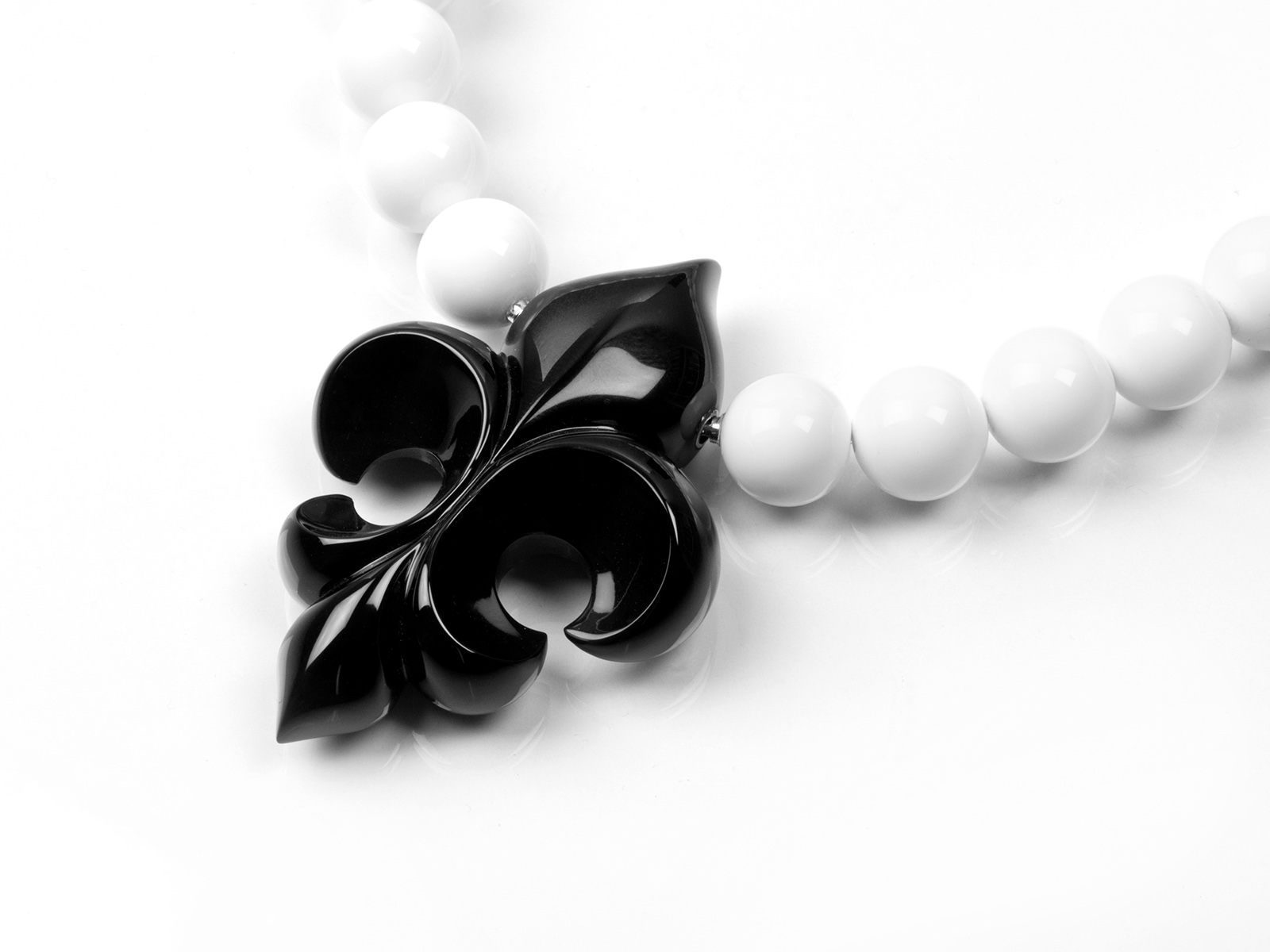 Onyx lily/interchangeable lock systems with White Agate necklace.